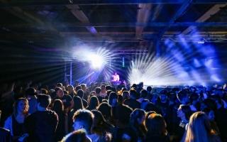Halle crowd DJ blue Light