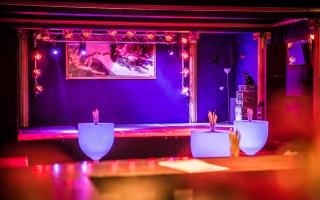 Club Bar Blick zur Bühne